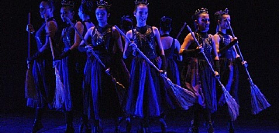Festival reúne dançarinos de 14 municípios até domingo, no Teatro Municipal e Tebar