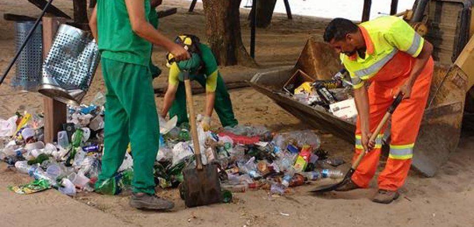 Ilhabela realiza operação limpeza nas praias após shows da virada