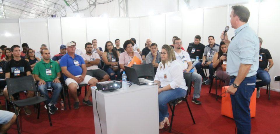Palestra do Empreenda Caraguatatuba aborda fornecimento de serviços e produtos à Prefeitura Municipal