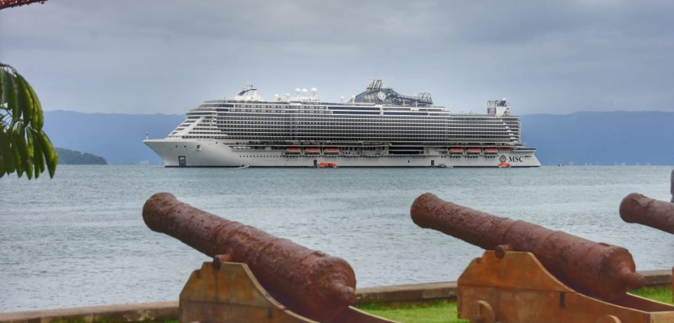 Ilhabela recebe cruzeiro MSC Seaview com mais de 5 mil passageiros