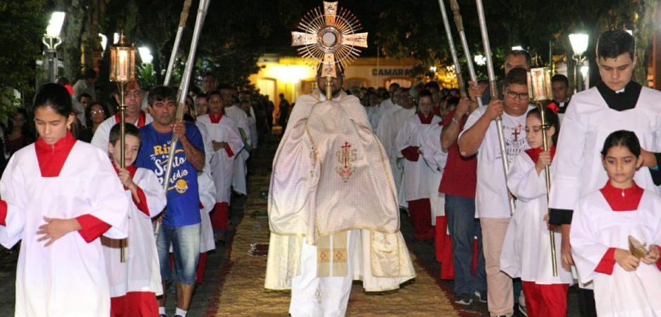 Procissão de Corpus Christi reúne católicos em São Sebastião