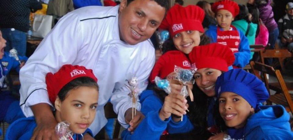 """""""Arraial Gastronômico do Projeto Buscapé"""" em Boiçucanga, reúne time de chefs de renomados"""