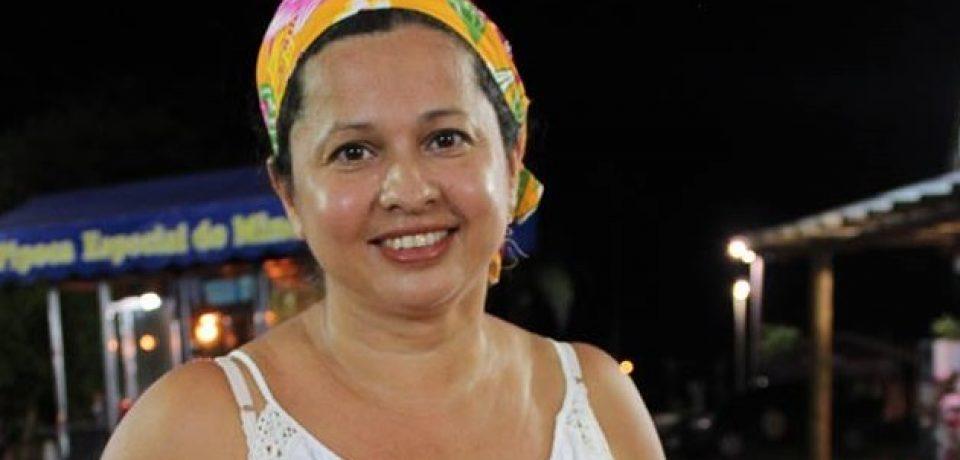 Angélica, a pescadora que recolhe do mar delícias da gastronomia caiçara.