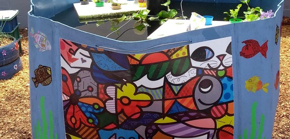 Alunos da Escola José Machado Rosa finalizam a pintura do sistema de Aquaponia