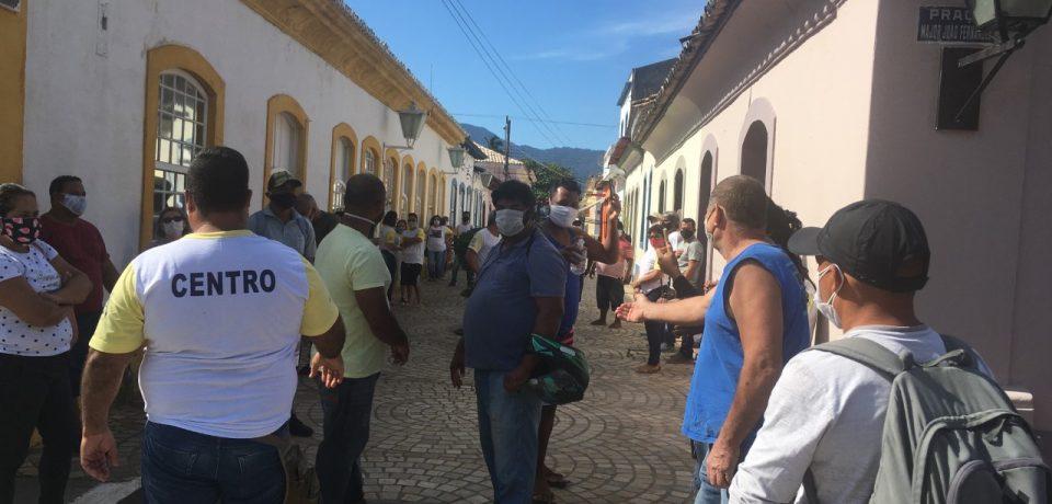 Ambulantes de São Sebastião reivindicam benefícios e volta ao trabalho
