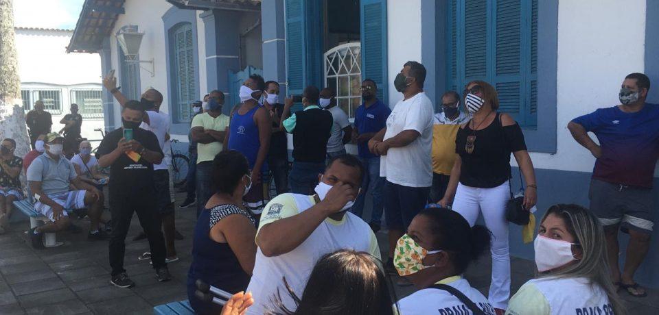 Ambulantes de São Sebastião lutam por auxílio emergencial no município.