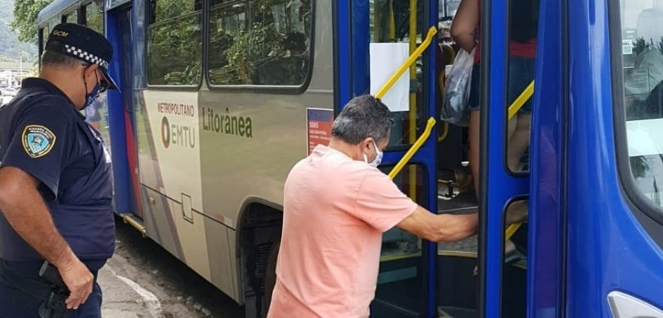Prefeitura intensifica fiscalização do uso de máscaras no transporte público