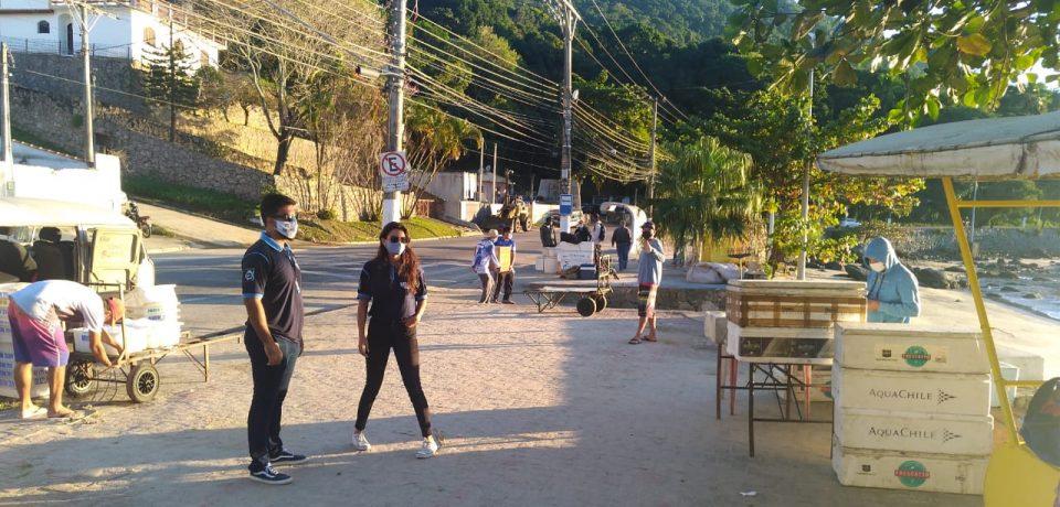 Prefeitura de São Sebastião realiza ação de conscientização sobre a Covid-19 em píeres do município